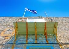 Balkong med den grekiska flaggan Fotografering för Bildbyråer