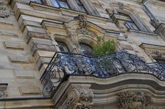 Balkong med det lilla trädet i den Bayreuth Tyskland royaltyfri fotografi