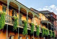 Balkong med växter 12 i den franska fjärdedelen New Orleans USA Arkivfoton