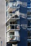 Balkong van mooie moderne flats in Zweden Stock Afbeelding