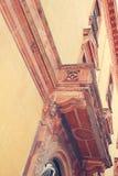 Balkongen av slotten arkitektoniskt byggnadsdetaljtak Royaltyfria Bilder