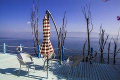 Balkongen med havet beskådar och sänder säkerhetscirkeln Royaltyfri Fotografi