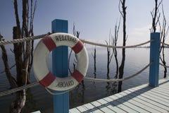 Balkongen med havet beskådar och sänder säkerhetscirkeln Royaltyfria Foton