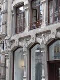 Balkongensamhet längs Rue Notre Dame arkivfoton