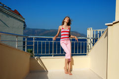 balkongflicka Arkivfoton