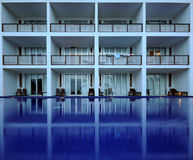 balkonghotellpöl Royaltyfri Foto