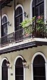Balkonghus i gamla San Juan Arkivbild