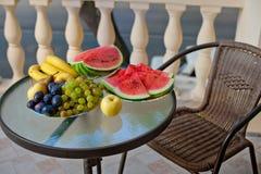 Balkongtabellfrukt Arkivfoton