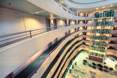 Balkons bij verhalen in het hotel van het Congres van de Iris Stock Afbeeldingen