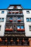 Balkons met bloemen in Hotel Altdeutsche Royalty-vrije Stock Fotografie
