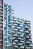 Balkons op Flatgebouwen met koopflats door Bureautoren Stock Afbeeldingen