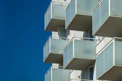 Balkons van een appartementgebouw royalty-vrije stock foto's