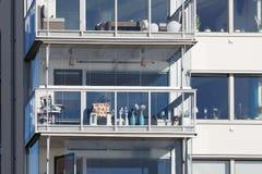 Balkony van mooie moderne flats in Zweden Stock Afbeelding