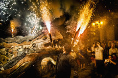 Ball de Diables auf Correfoc in Barcelona stockbild