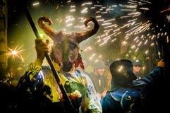 Ball de Diables en comandante en Sitges, España de Festa Imagen de archivo