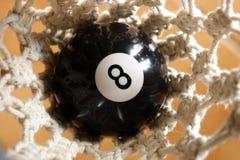 Ball 8 in der Tasche Stockbild
