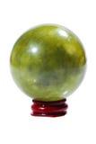 Ball des grünen Jadesteins auf dem Stand Stockfotos