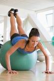 ball doing gym push swiss ups woman Στοκ φωτογραφία με δικαίωμα ελεύθερης χρήσης