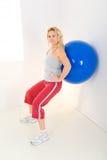 ball exercising fitness στοκ φωτογραφία με δικαίωμα ελεύθερης χρήσης