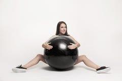 ball exercising fitness woman Στοκ εικόνα με δικαίωμα ελεύθερης χρήσης