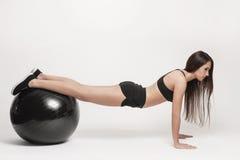 ball exercising fitness woman Στοκ φωτογραφία με δικαίωμα ελεύθερης χρήσης