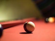 Ball im Rot lizenzfreie stockbilder