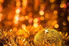 Ball mit goldenem Stern Lizenzfreie Stockfotos