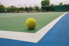 Ball on tennis court Royalty Free Stock Photos