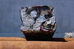 Balla di alluminio riciclato ed urgente Fotografia Stock