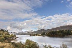 Ballachulish bro & fjord Leven i Skottland Royaltyfria Bilder