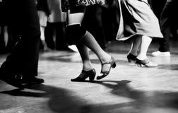 Ballando all'annata del partito di musica di oscillazione ed al retro stile Fotografie Stock Libere da Diritti