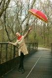 Ballando con l'ombrello rosso Fotografia Stock Libera da Diritti