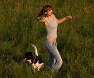 Ballando nel campo Fotografie Stock Libere da Diritti