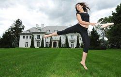 Ballando nel giardino immagine stock libera da diritti