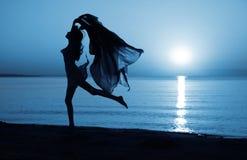 Ballando nell'ambito della luce della luna Immagine Stock Libera da Diritti