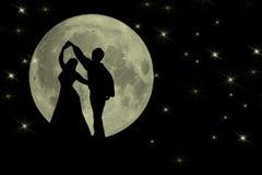 Ballando nella luce della luna Backgruond romantico Fotografia Stock