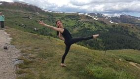 Ballando nelle montagne rocciose Immagine Stock