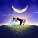 Ballando sotto la luna Immagine Stock