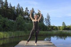 Ballando su una pera fotografie stock libere da diritti