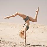 Ballando sulla sabbia Immagini Stock