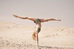 Ballando sulla sabbia Fotografie Stock Libere da Diritti