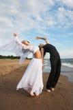 Ballando sulla spiaggia Fotografia Stock Libera da Diritti