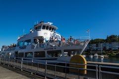 Ballard Lock Cruise Ship Entering lås Arkivbilder
