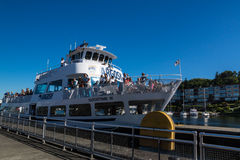 Ballard Lock Cruise Ship Entering-Verschluss Stockbilder