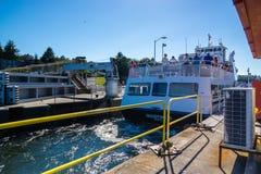 Ballard Lock Cruise Ship In-Verschluss Stockbild