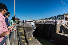 Ballard Lock Waiting For Argosy-Kreuzschiff Stockbild