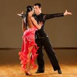 Ballare appassionato dei danzatori rumba Fotografie Stock