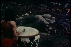 Ballare dei nativi americani video d archivio