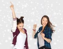 Ballare grazioso sorridente felice degli adolescenti Fotografia Stock
