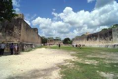 Ballcourt i Kukulcan, Chichen Itza, Mexico Arkivbilder